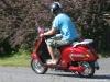 sisilisko-electric-vehicles-oy-sahkoskootterit-metallin-punainen-sisilisko-sharp-sahkoskootteri-kiihdyttaa
